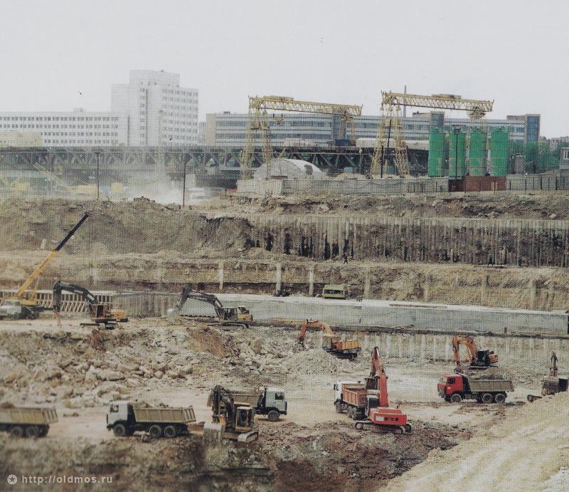 1998 год, котлован под Сити