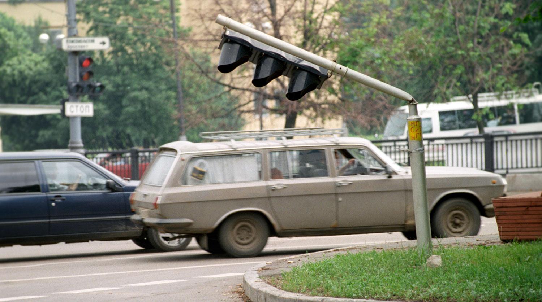 1998 год. Последствия урагана, прошедшего в Москве в ночь с 20 на 21 июня 1998 года. РИА Новости