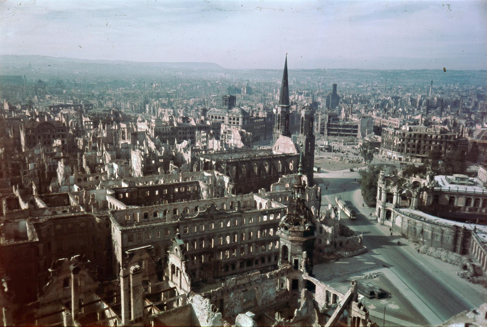 Цветные фотографии Дрездена 1945 года