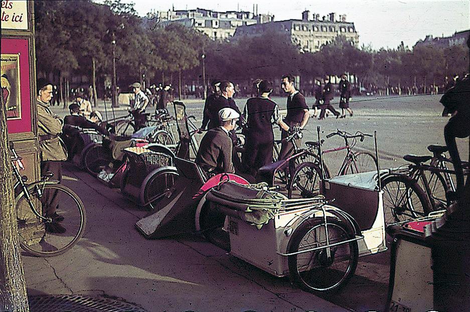 1943 Paris Place Etoile by Robert Bothner