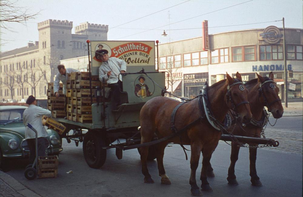 1958 Берлин. Schultheiss liefert das Bier
