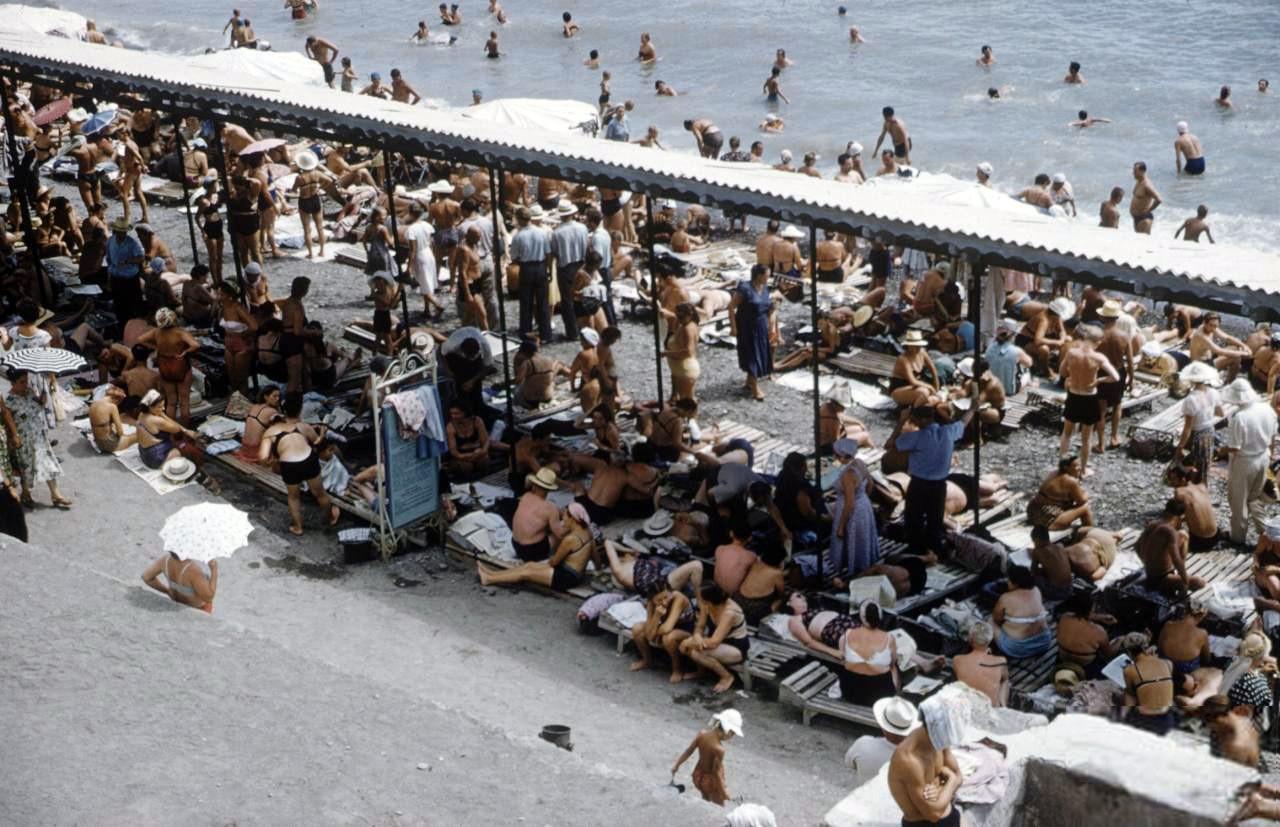 1958 Пляж в Крыму. Sochurek