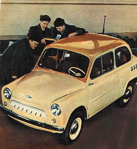 Москвич-444. Опытный образец 1958 года. Выделяется характерными элементами дизайна и двухцветной окраской кузова
