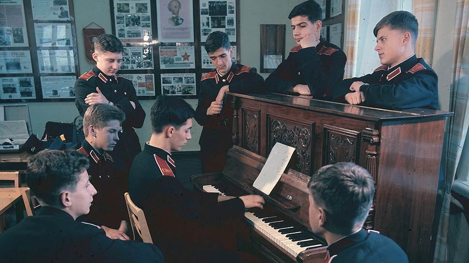 1980 Киевское суворовское училище. Время досуга. Н.Козловский