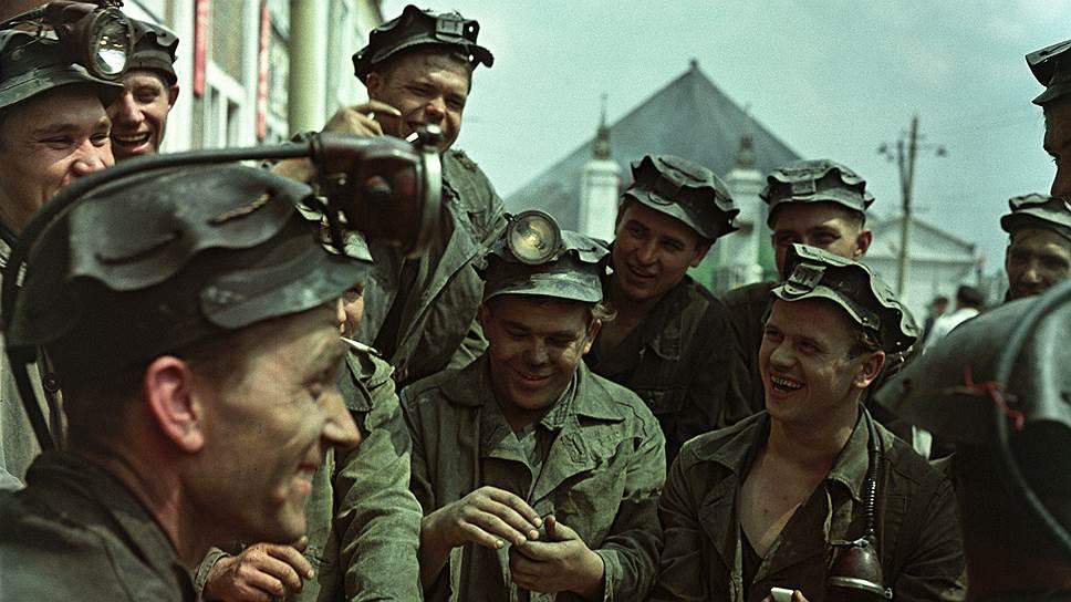 Забойщики перед сменой. Донбасс, 1961 год
