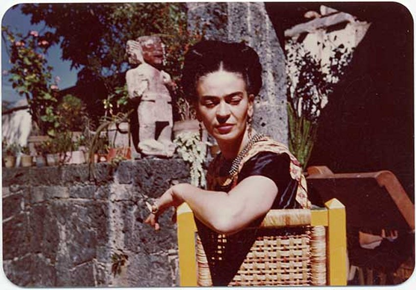 1948-frida-kahlo-in-the-patio-of-her-house-coyoacan-mexico