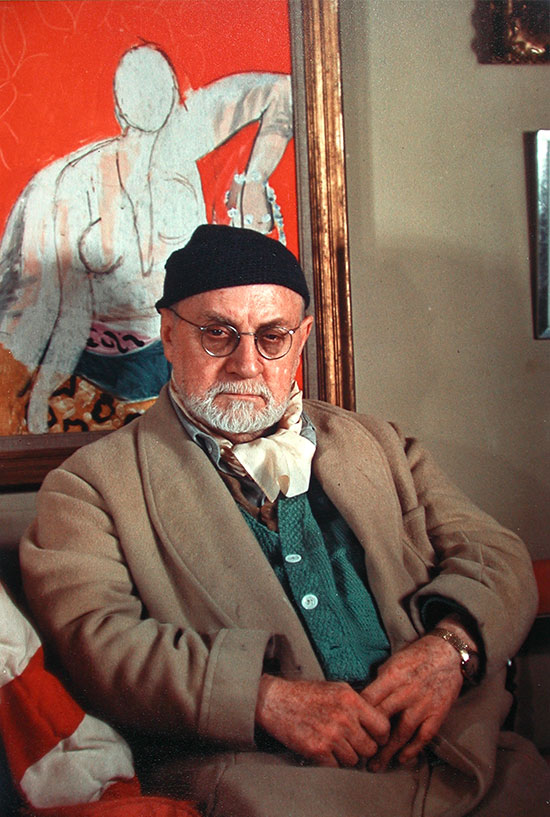Henri_Matisse_looking_into_the_camera_Paris_1948