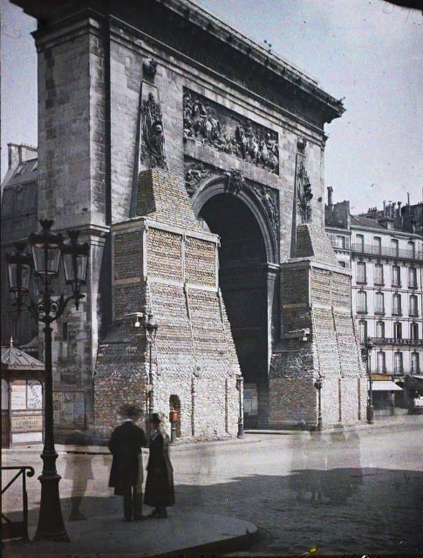 Auguste Leon, La porte Saint-Denis protegee contre les bombardements boulevard de Bonne-Nouvelle, Paris, 2 mai 1918