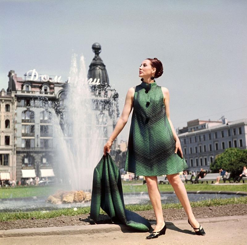 Демонстрация пальто и вечернего платья.1968 г. Фотохроника ТАСС П.Федотов