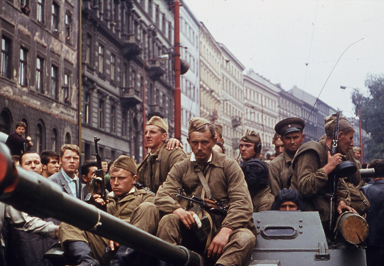 21 августа 1968 года советские войска вошли в Чехословакию