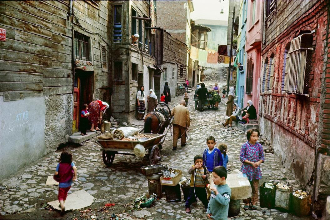 1968 İstanbul sokakları by Ara Güler