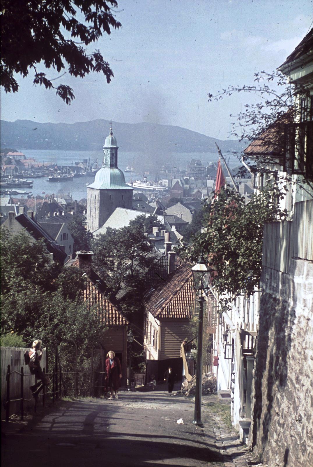 1936-38 Берген. Вид на Бергенский собор и гавань