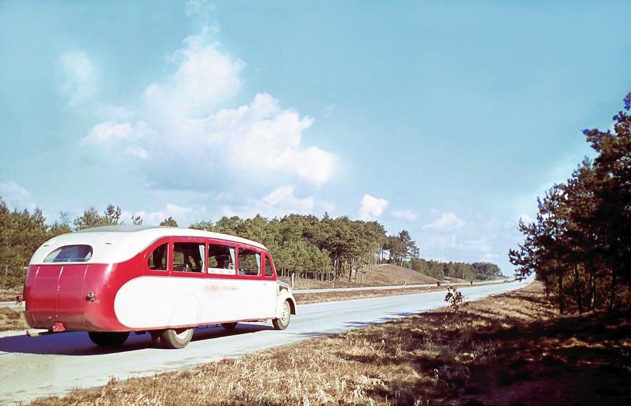 1938 Ein Schnellbus der Deutschen Reichsbahn auf der neuen Reichsautobahn zwischen Bremen und Hamburg2