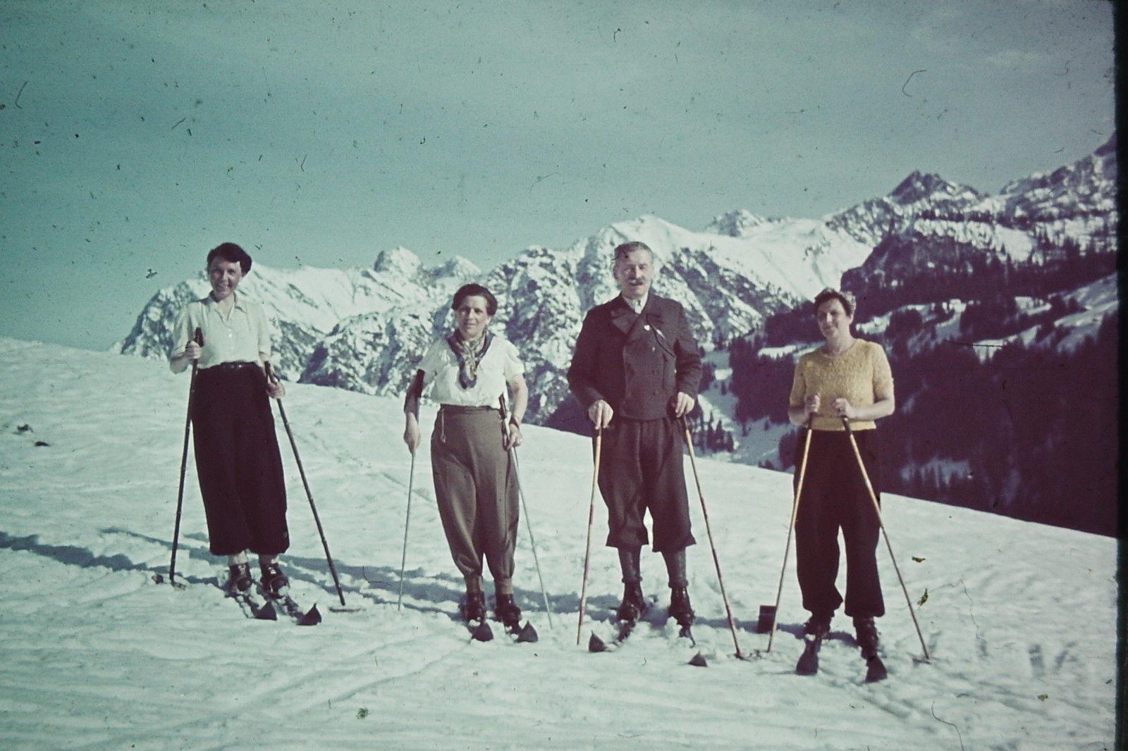 1938 Skifahrer in den Alpen