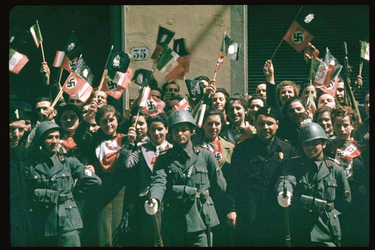 1938 Флоренция. Толпа приветствует Гитлера во время его государственного визита