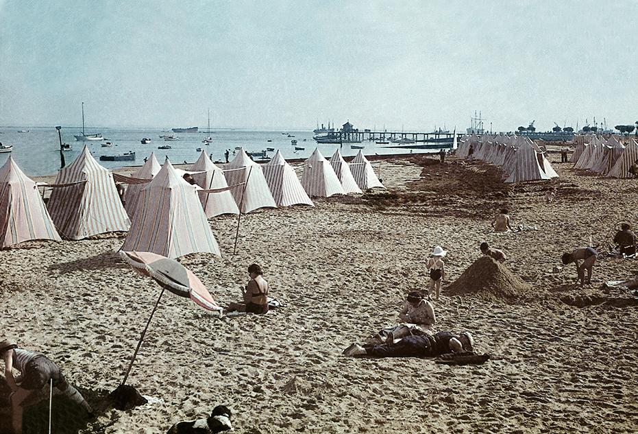 1938, 12 сентября. Пляж в Аркашоне, Франция. Fernand Baldet