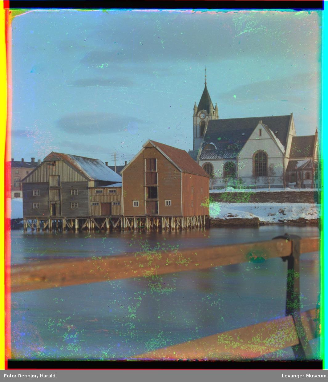 1907-1909 Церковь Левангера с пирсами снято с моста. Харальд Ренбьёр, Harald Renbjør (1889–1956)