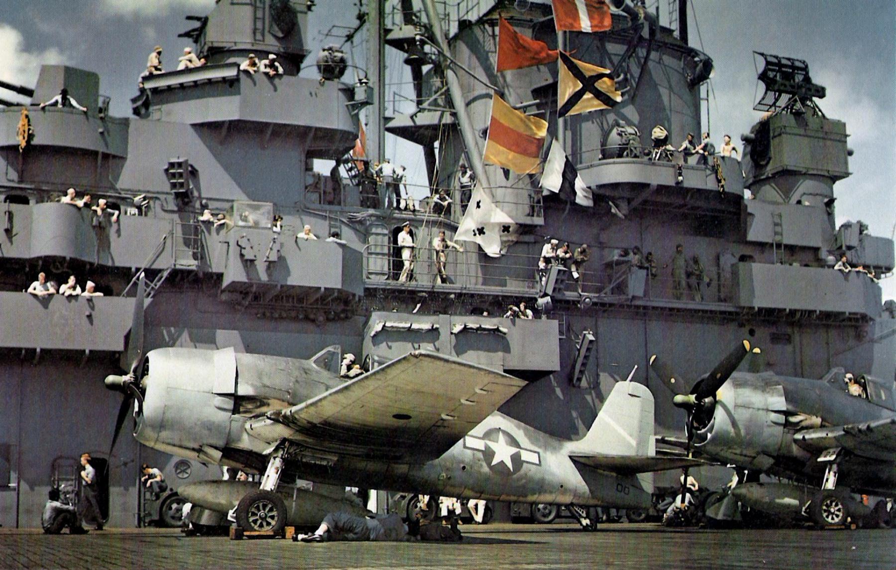1943 Истребитель Grumman F6F-3 Hellcat на борту авианосца Йорктаун  май
