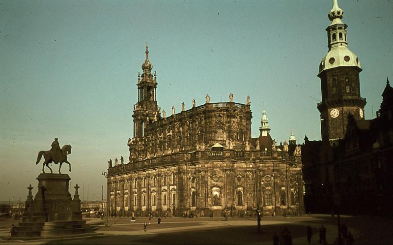 1943_Dresden_Hofkirche1
