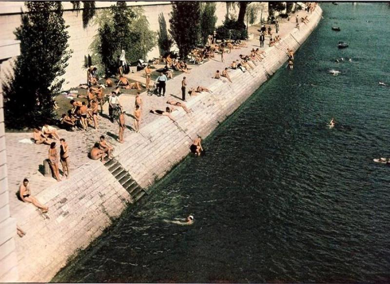 Лето 1943, Купание в Сене (запретили в 1965 году из-за качества воды)