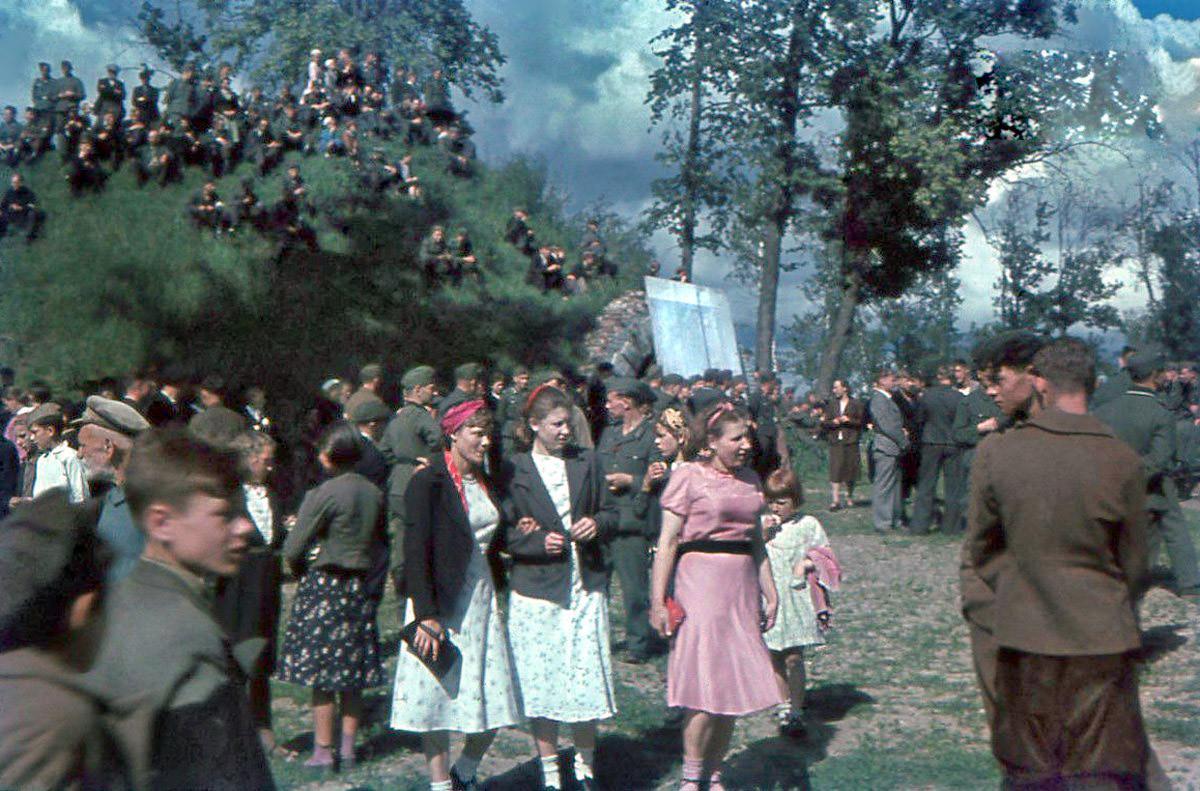 1943 Смоленск. Гуляние в ПКиО