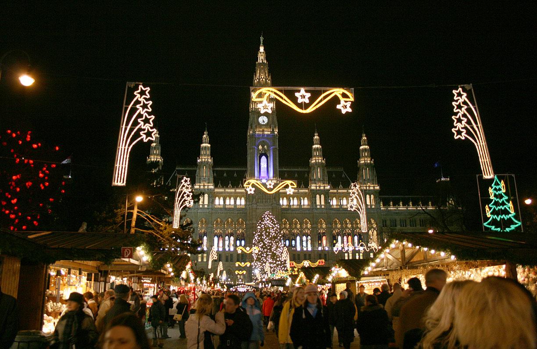 Wien_Rathaus_Christkindlmarkt_Dez2006B