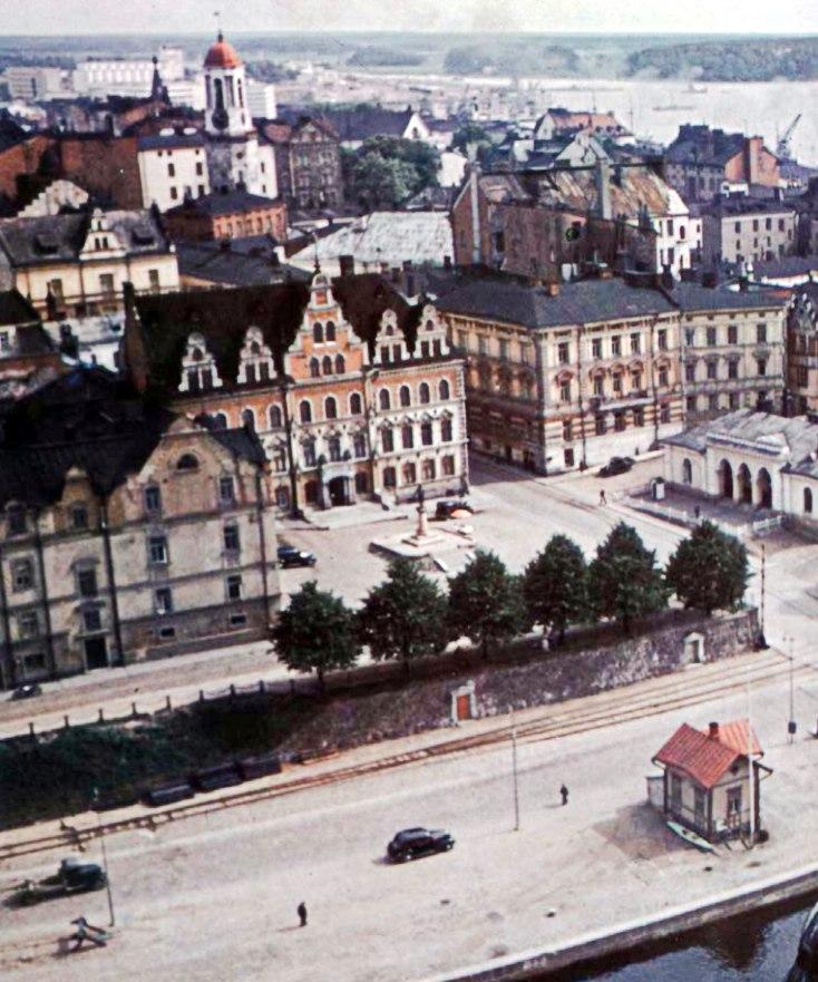 1939 Цветной фотоснимок. Вид на площадь Старой Ратуши и Старый город с башни Святого Олафа