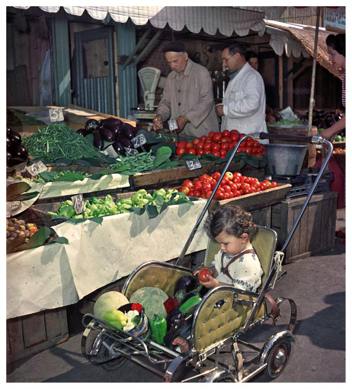 1954 Бухарест. Торговля овощами на базаре «Амзей». Андрей Новиков