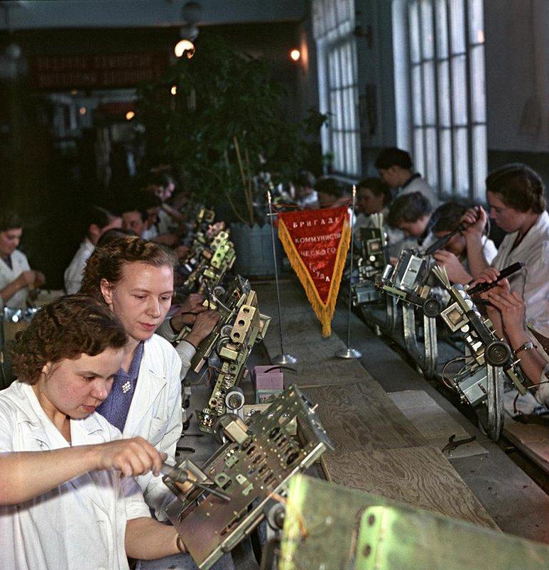 1959 Воронежский завод «Электросигнал». Конвейер сборки телевизоров. А.Гостев