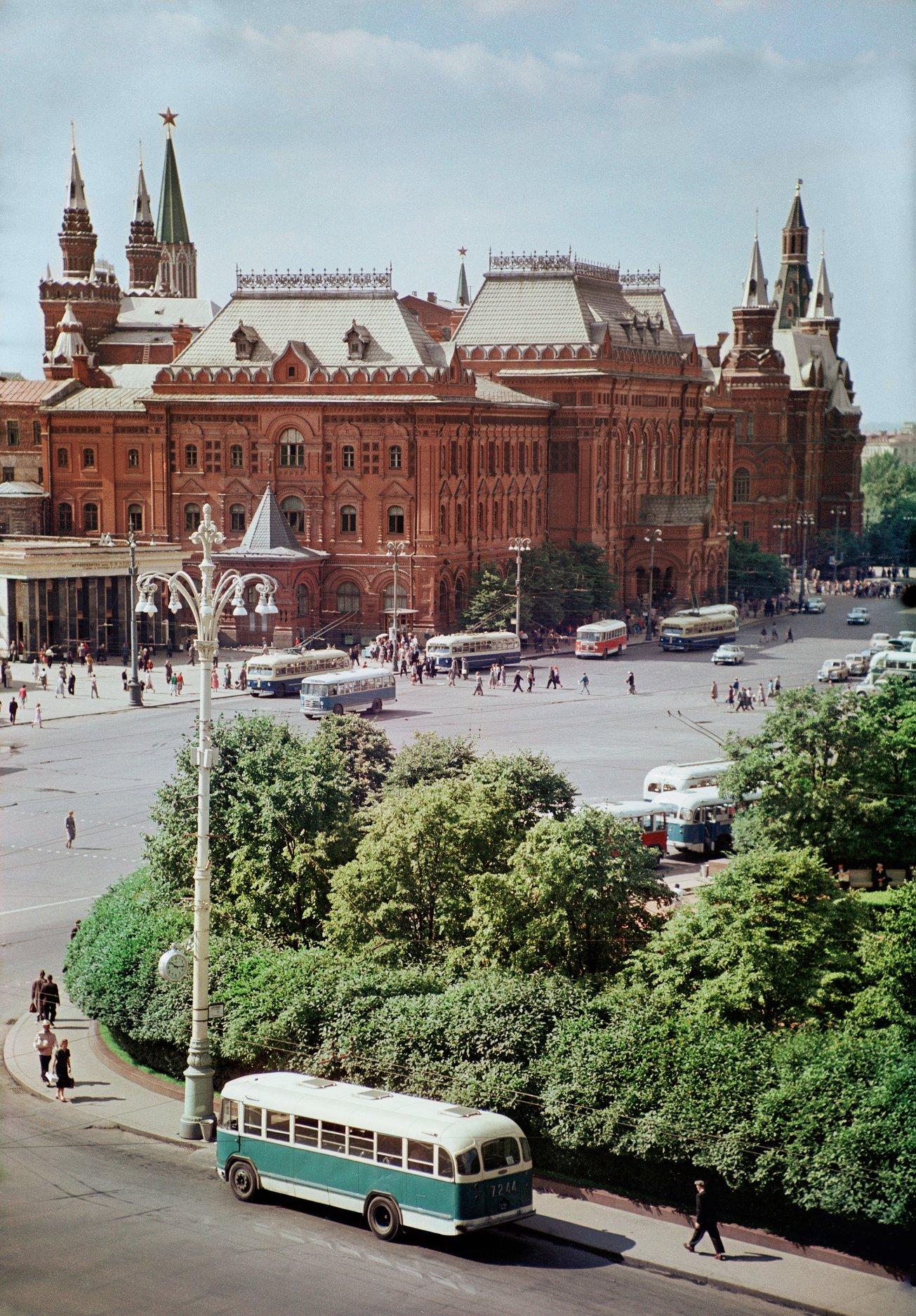 1961 Москва, Площадь Революции, фото ТАСС