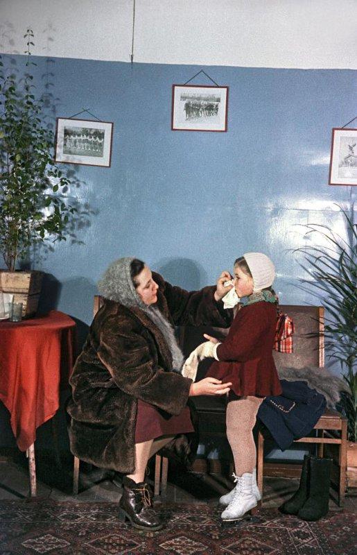 1955 Фигурная школа стадиона «Юных пионеров». «Ох, эти мамы»