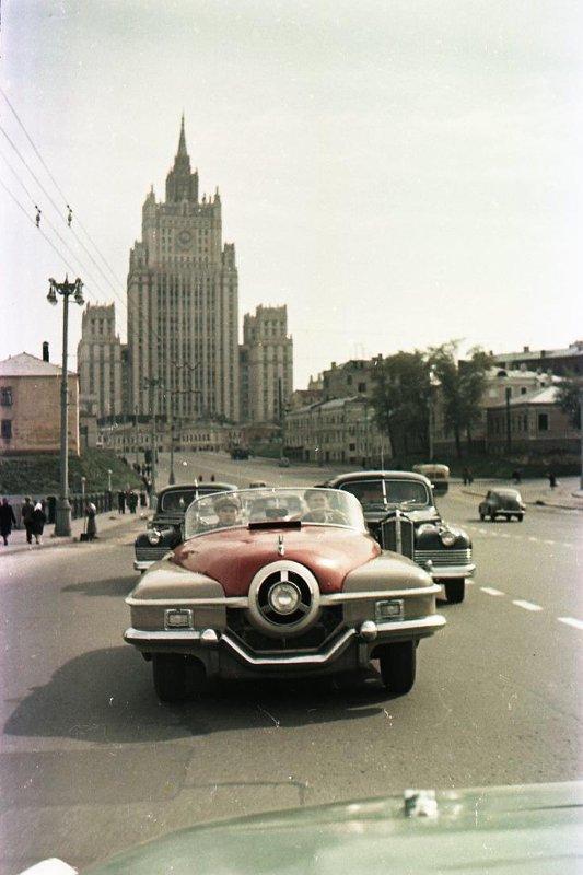 1956 Негатив цветной. Чемпионат СССР по автомобильным гонкам. Автомобиль ЗИС-112-1. Васин С.И.