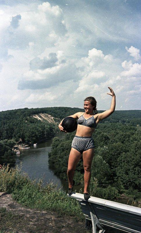 1949-1957 Девушка с мячом на Пахре. Васин С.И.