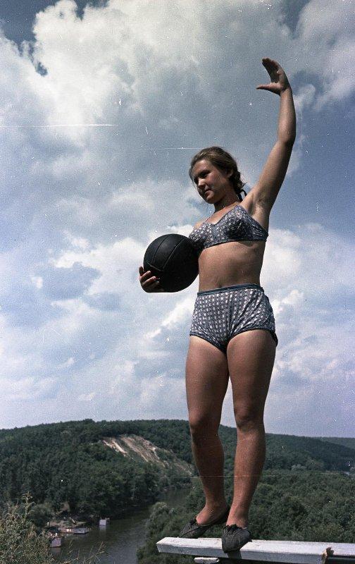 1949-57 Девушка с мячом. Васин С.И.