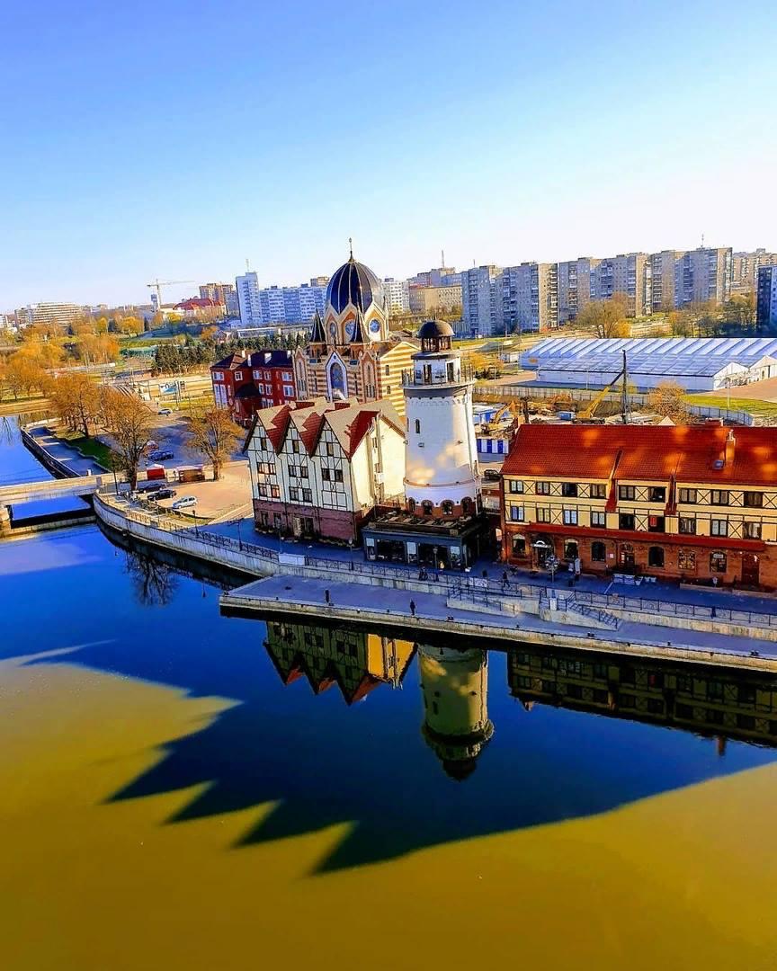 Калининград в очень солнечный весенний день