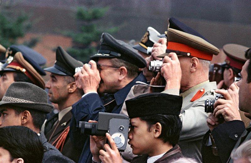 1965 Красная площадь. Военные атташе «снимают» 9 Мая. Бальтерманц