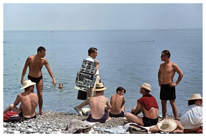 Пляжный фотограф. Крым. Исаак Тункель, 1954 год Крым,Пляжное,1950-е,Тункель,СССР в фото,Огонёк