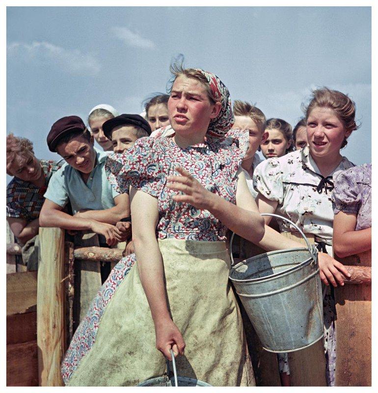Экскурсия в колхозе «Коминтерн». В. Тарасевич, 1957 год