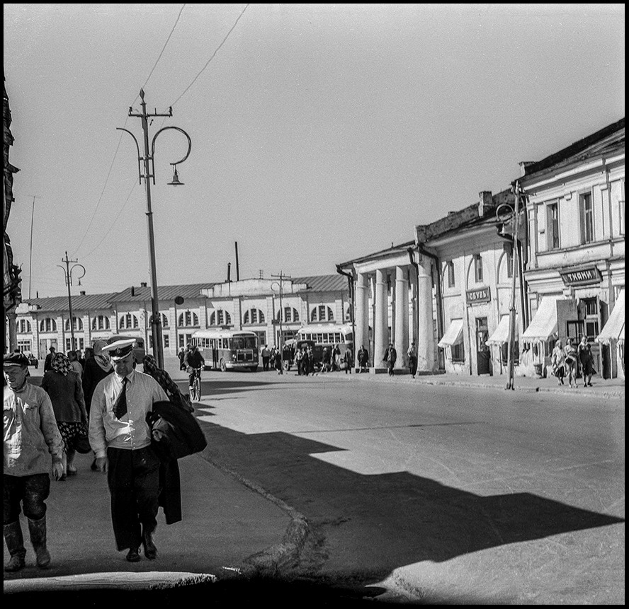Лето 1959 г. Ростов Великий. Случайный снимок в центре города. Илья Гольберг