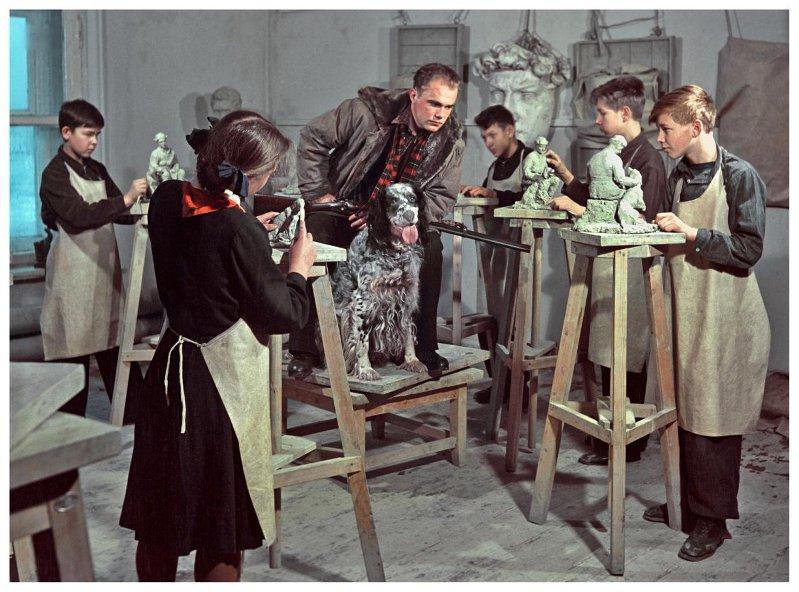 Ленинградская художественная школа. В классе лепки и скульптуры. 1954 год