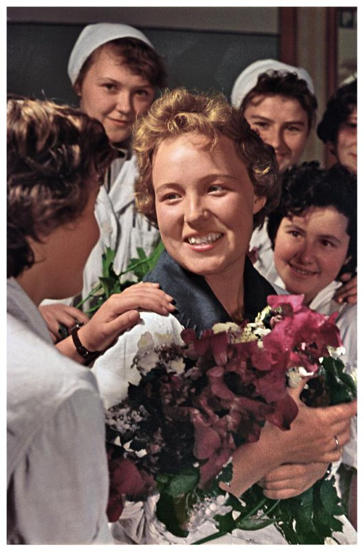 1962 Ударница Коммунистического труда Рязанского электролампового завода Юля Макарова. Савин М.