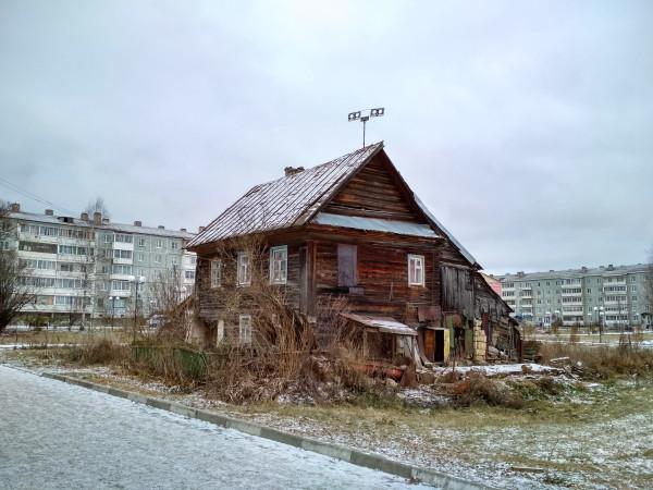 Очередная победа варварства: в Старице сожгли древнейший деревянный дом