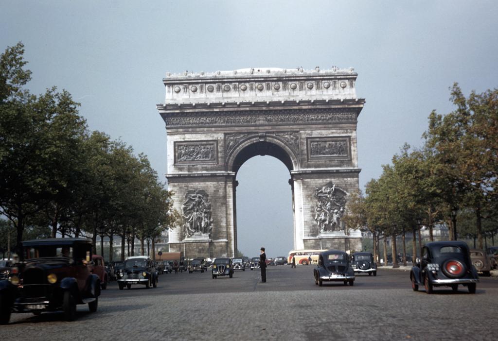 1949 Paris Arc de Triomphe