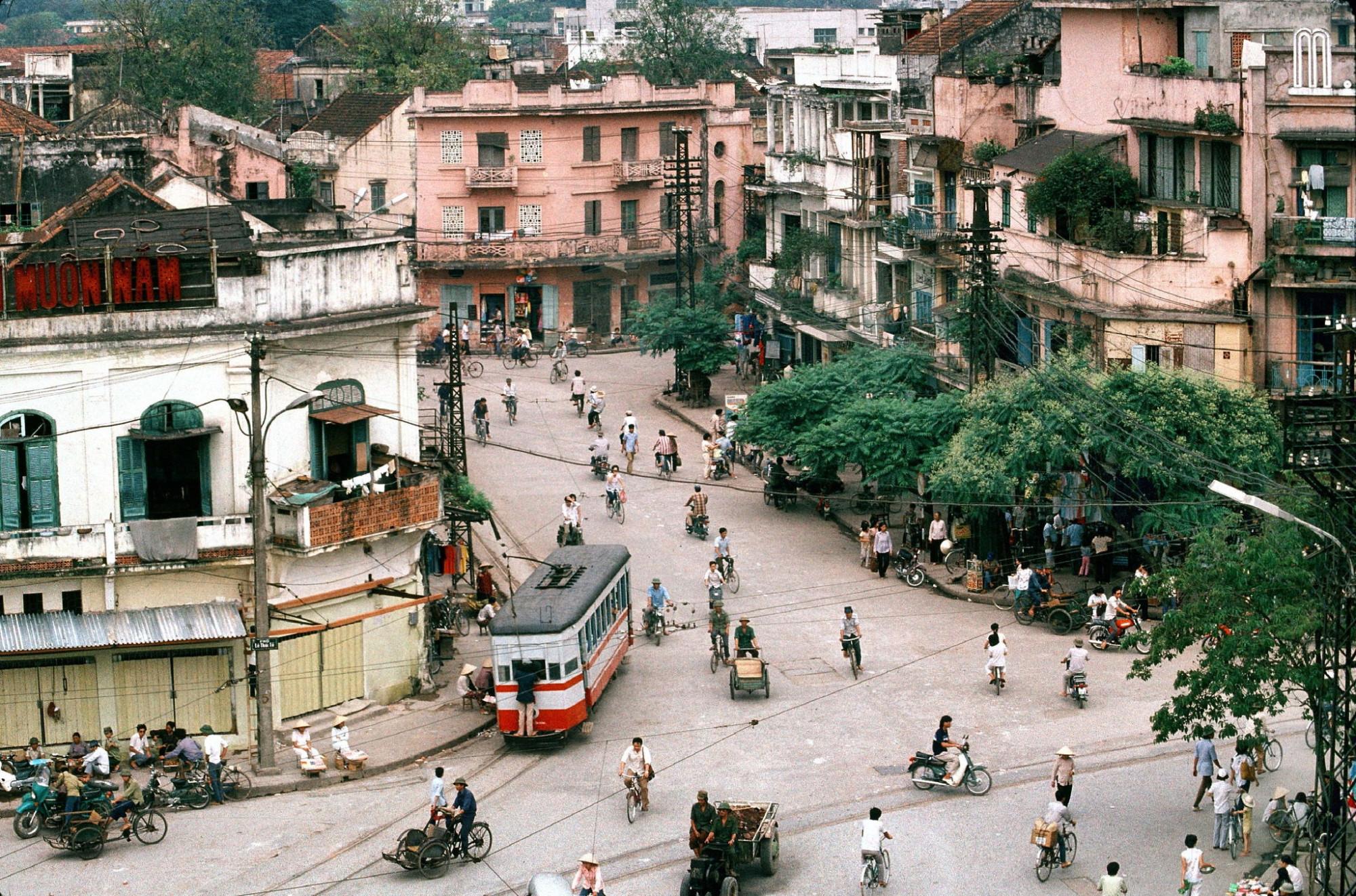 1989 Hanoi by Francoise De Mulder