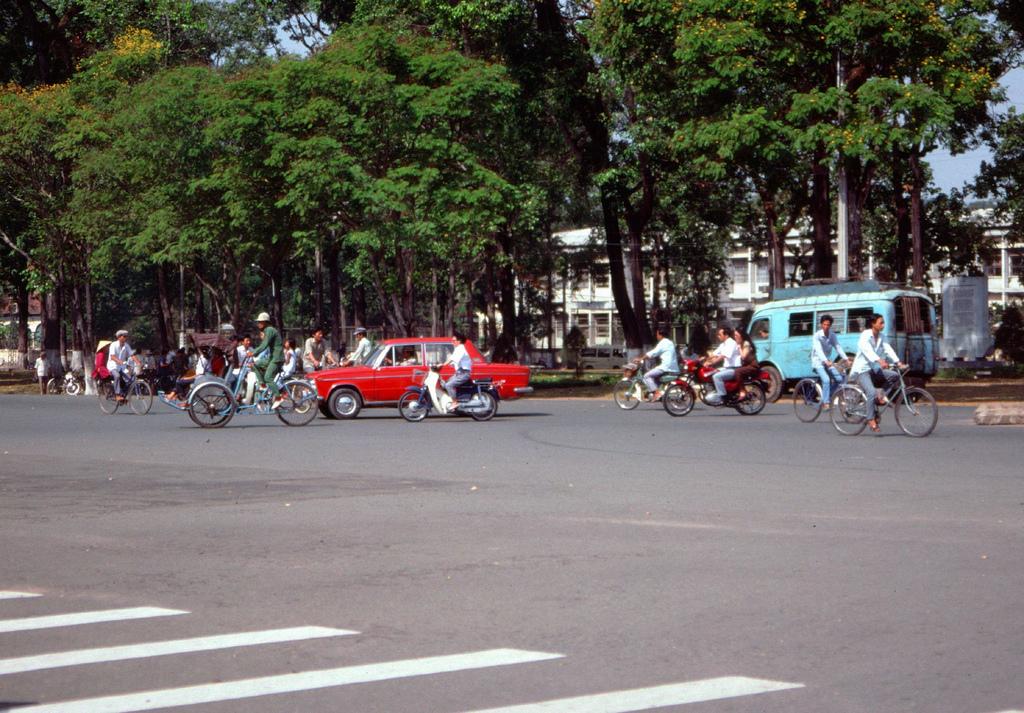 1989 Saigon Lada2