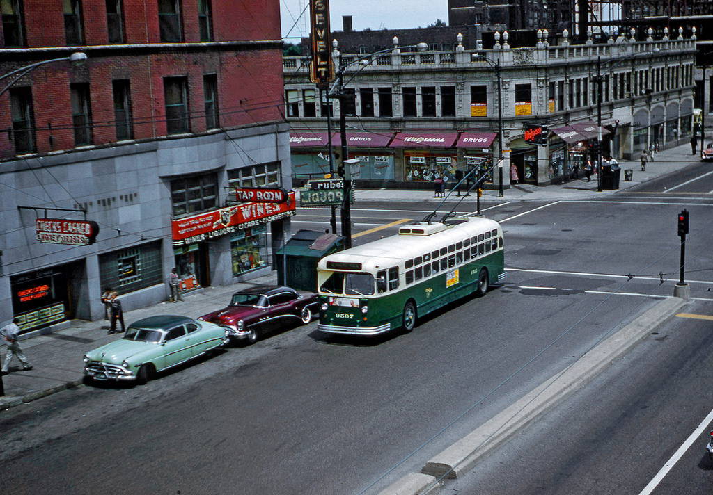 1959 Chicago Transit Authority Trackless Trolley Bus 9507 at Roosevelt St