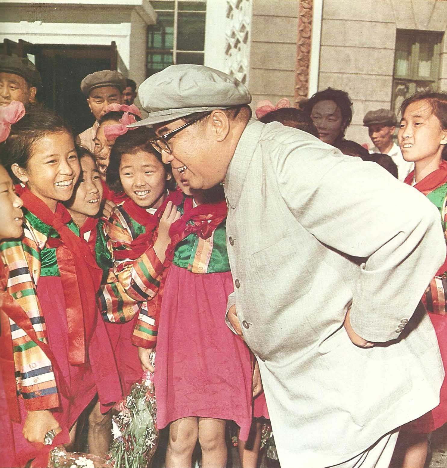 1979 he great leader President Kim Il Sung with schoolgirls