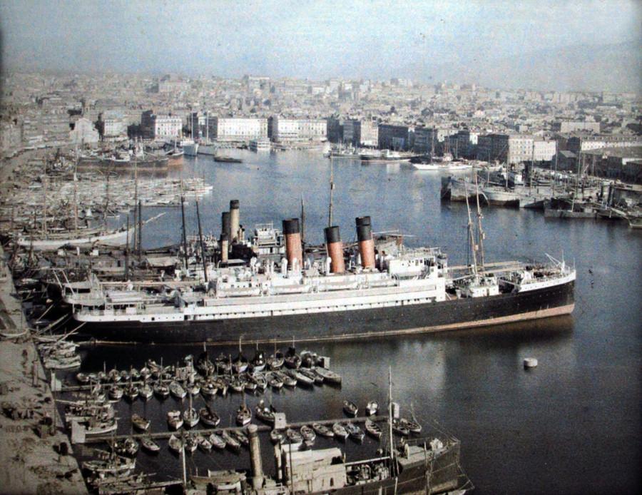 Marseille paquebots dans le vieux port vus depuis le transbordeur