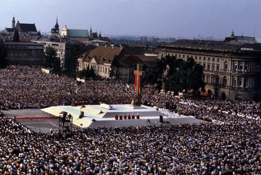 The huge Polish reception to Pope John Paul II visit in June of 1979