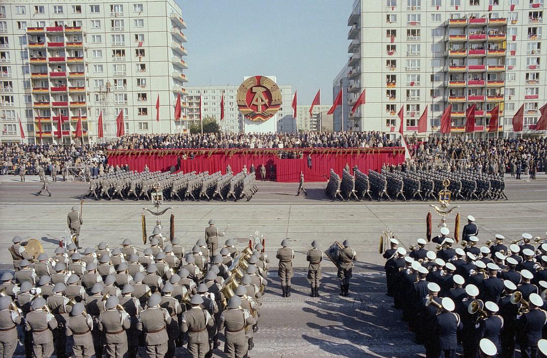 Берлин, 7 октября 1979 г. Во время парада Национальной народной армии на Карл